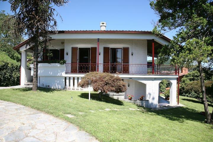 Affittasi villa lago Maggiore - Massino Visconti