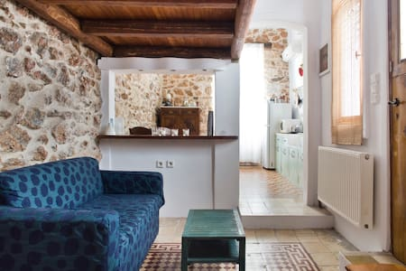 30sqm of wood and stone - Atenas