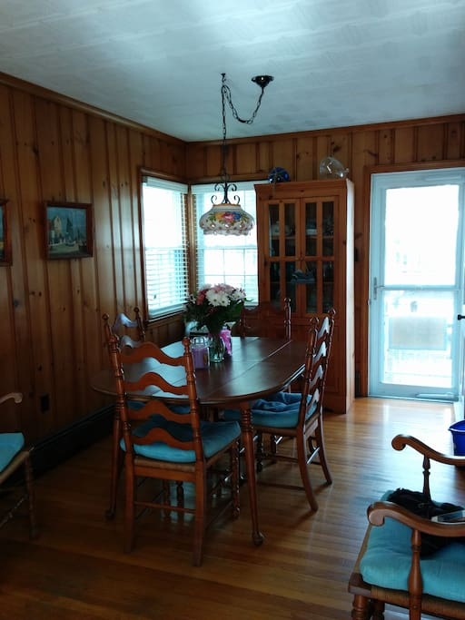 Full dining room table seats 6