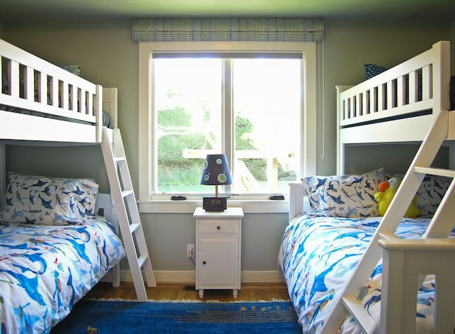 Third bedroom with bunk beds and a double lower bunk bed.
