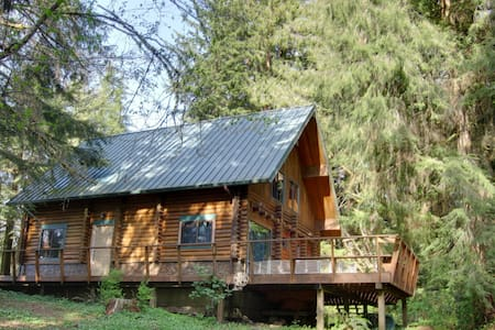 Forest Log Cabin near River/Bay/Sea