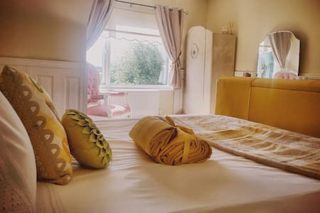 Luxury King in Country Cottage - Dartmouth  - Bed & Breakfast