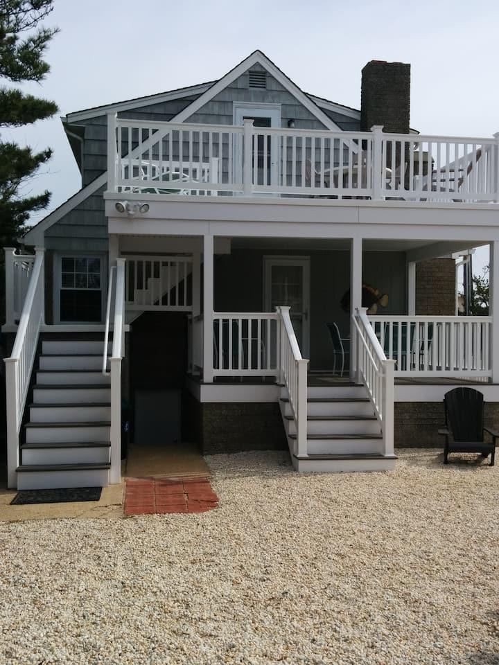 Charming Ocean-side Beach Cottage