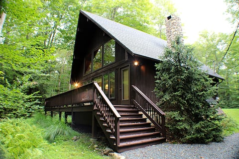 Pine Cone Cabin - Lake Naomi Poconos Escape
