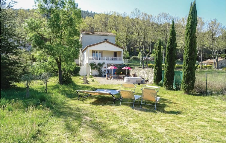 Semi-Detached with 3 bedrooms on 90m² in Villen. les Corbières