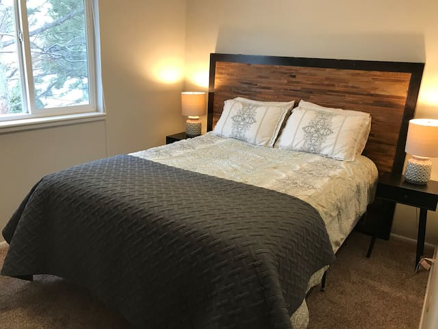 Comfortable Room, 15 Min. from Downtown Boulder/CU