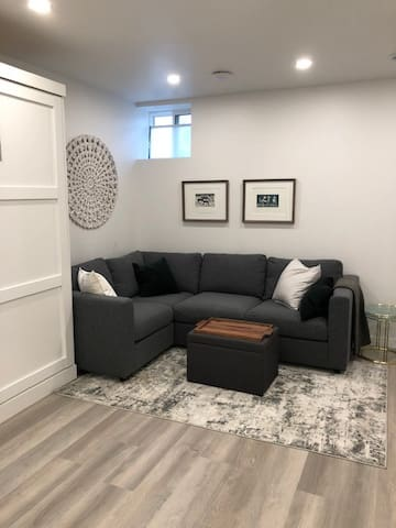 Bright New Studio Apt. in Beaches- with parking!