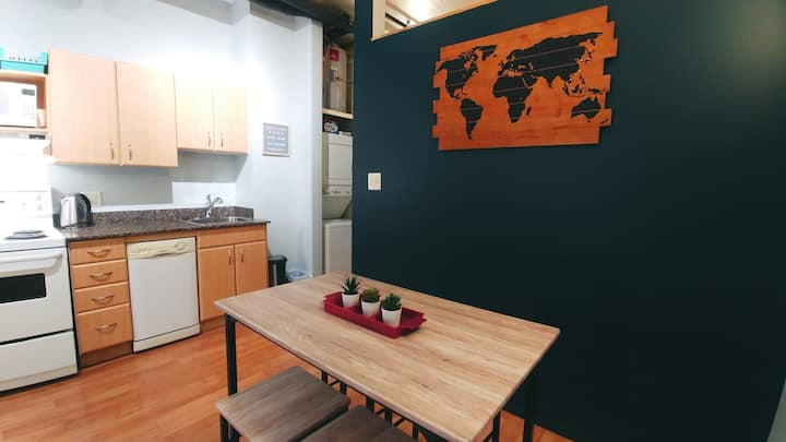 Sunny+Comfortable Jasper Ave Loft w/ Free Parking