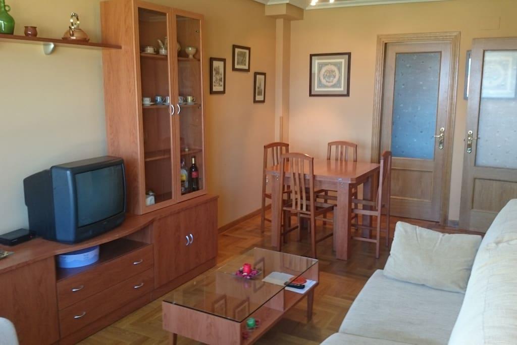 Acogedor piso en llanes con vistas apartamentos en for Alquiler pisos llanes
