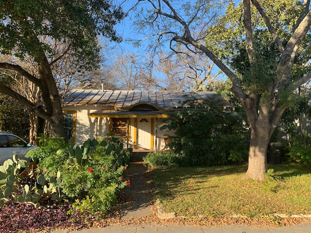 San Antonio Home with a View - Short walk to Pearl
