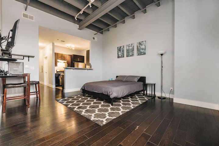 Loft Style Apartment Short Distance from NYC