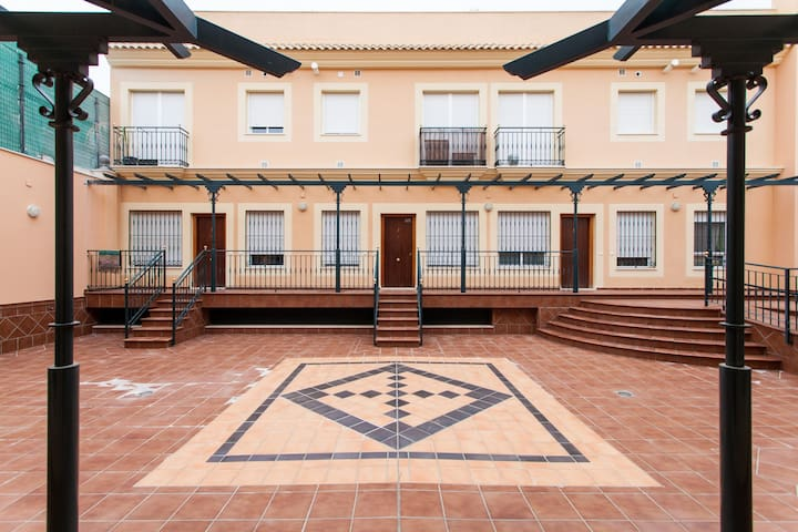 Sleeps 4  flat centre Dos Hermanas - Dos Hermanas - Apartamento