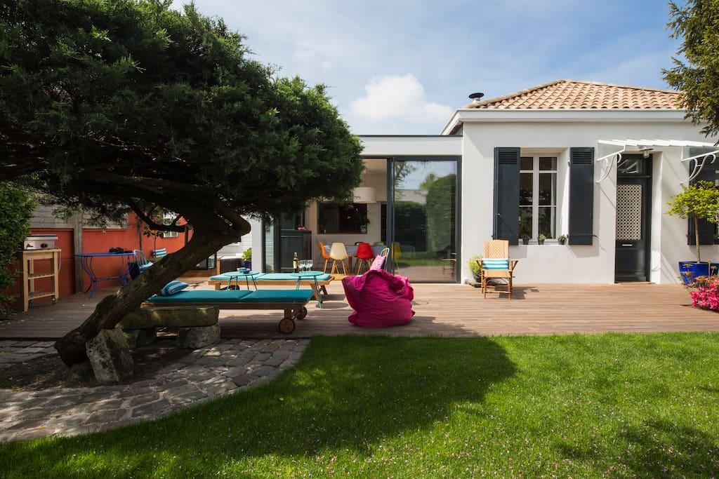 Grande maison avec jardin arboré