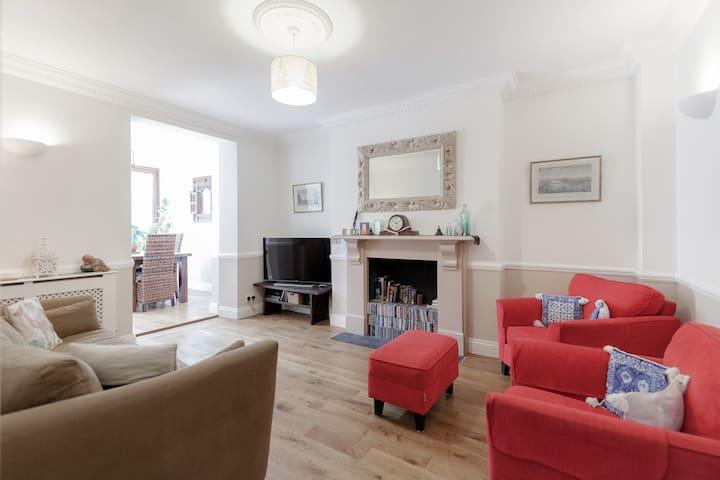 Large 2 bedroom garden flat