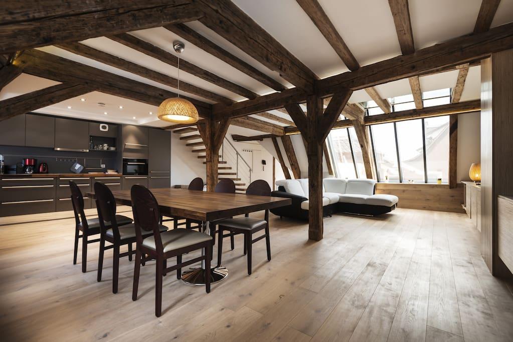 Salon + salle à manger (1er étage) / Living room + dining room (1st floor)