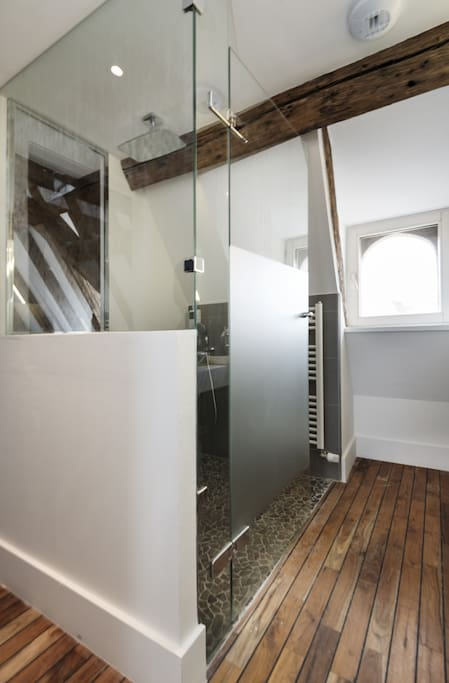 Salle de bain (2éme étage) / bathroom (2nd floor)