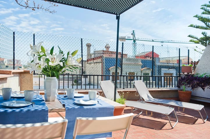 Large terrace Barcelona central6pax
