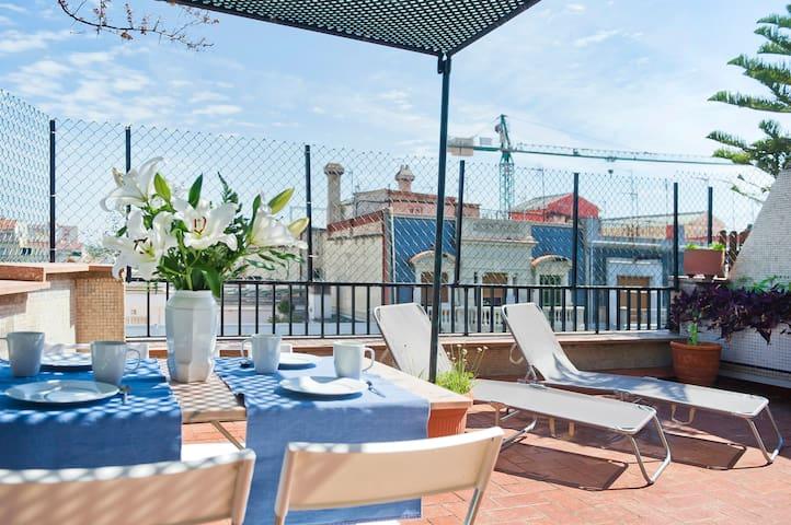 Grande terrasse dans le centre de Barcelone, 6 places