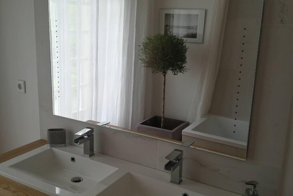 salle-de-bain pour deux chambres Escapade et Tendre nuit