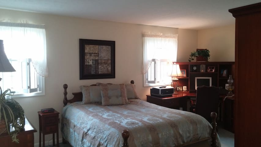 3 Bedrooms 2 full bath-Sleeps 6 for Liberty Grad - Lynchburg - House