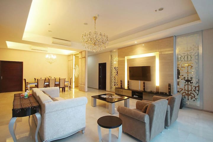 Large 3 Bedroom connect to Mall - Tebet - Apartamento