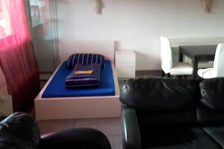 Mehrer Betten in getrennt Zimmer - Pis