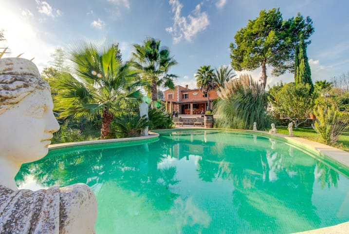 Beautiful island villa with a private pool, a garden & mountain views!
