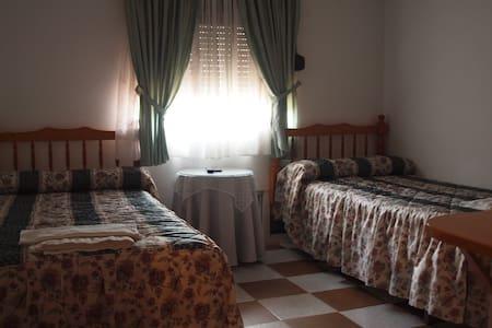 2 habitaciones con baño completo - Garganta la Olla