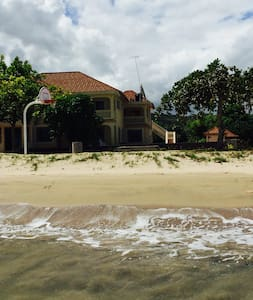 Majestic Beach House - Discovery Bay