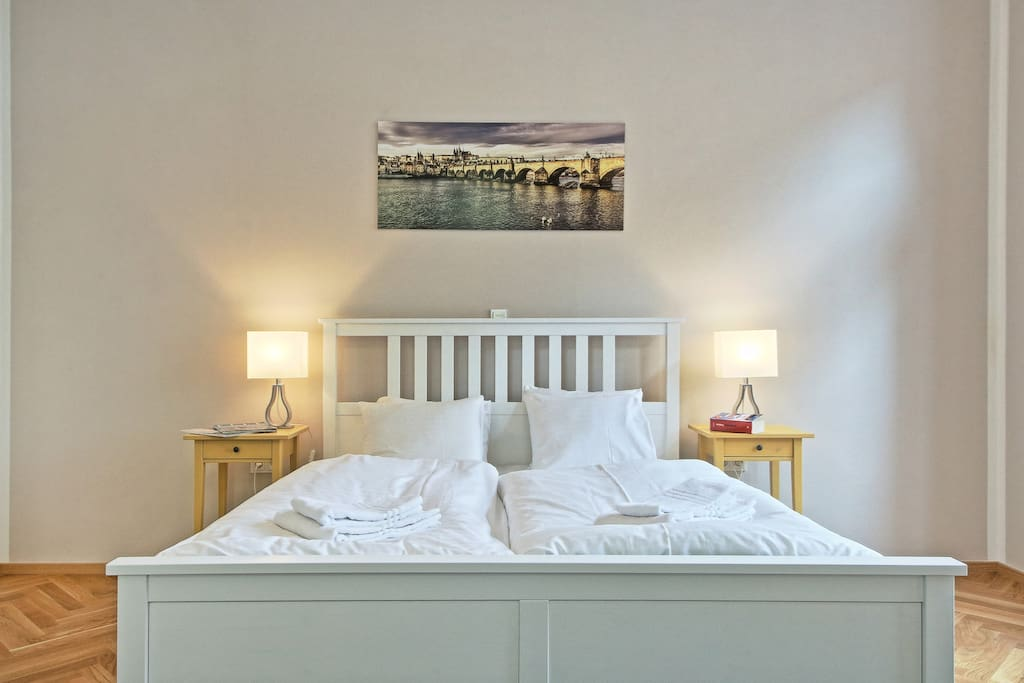 calm and spacious separated bedroom