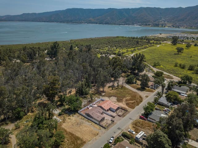 Entire 2 Houses for Big Family Stay Lake Elsinore
