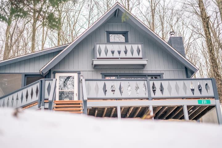 The Poconos House-Chalet in the Woods (Arrowhead)