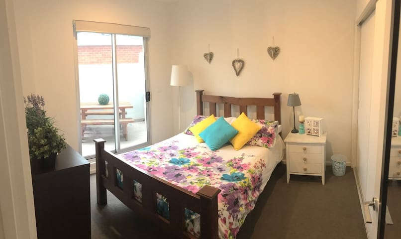 Lovely bedroom and great location - Niddrie - Apartemen