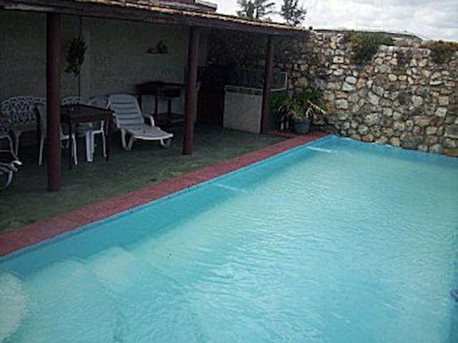 Casa Yensy (con piscina) - Santa Fe, La Habana