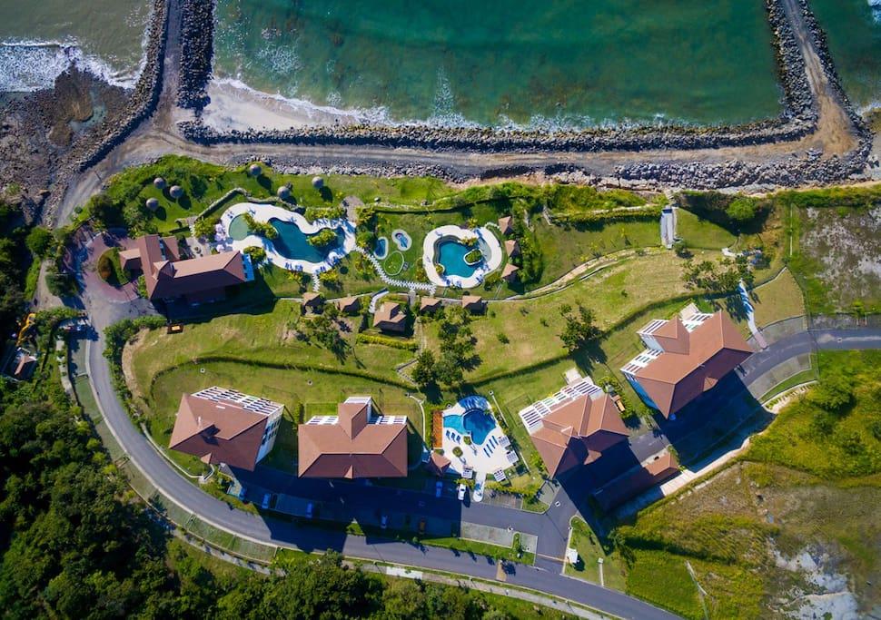 Este es el proyecto Ensenada Beach and Resort - Lagomar.  Nuesto apartamento es el ultimo de izq. a derecha.  Torre 300.