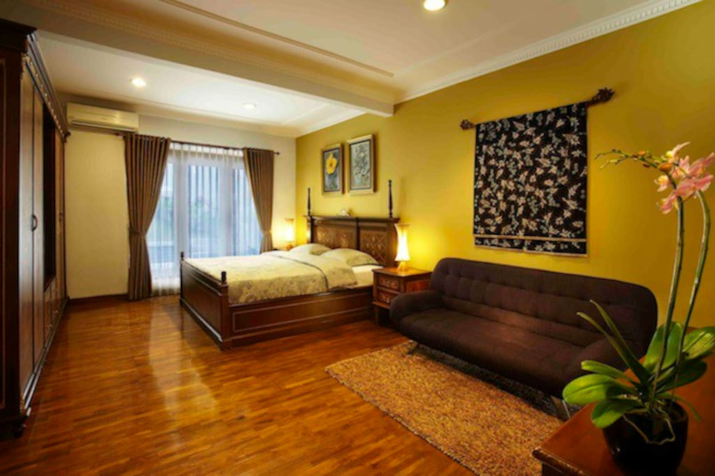 Uti Room. The main guest room with queen size bed room and sofa bed to accomodate 3 persons, with private bath room inside