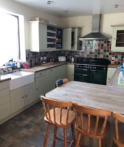 Double room to rent in large modern house