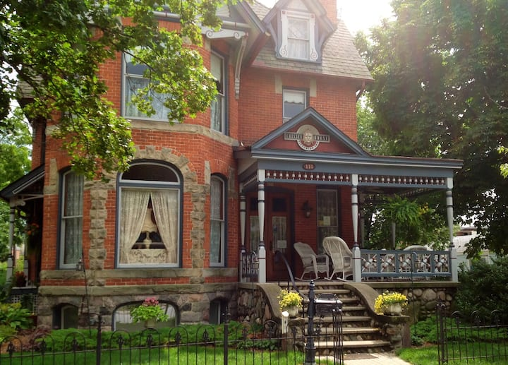 Victorian B&B in Chelsea, MI (near Ann Arbor)