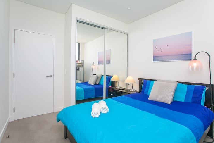 NEW! TOP LOCALE. NEAR AIRPORT/CBD.WALK TO AMENITY