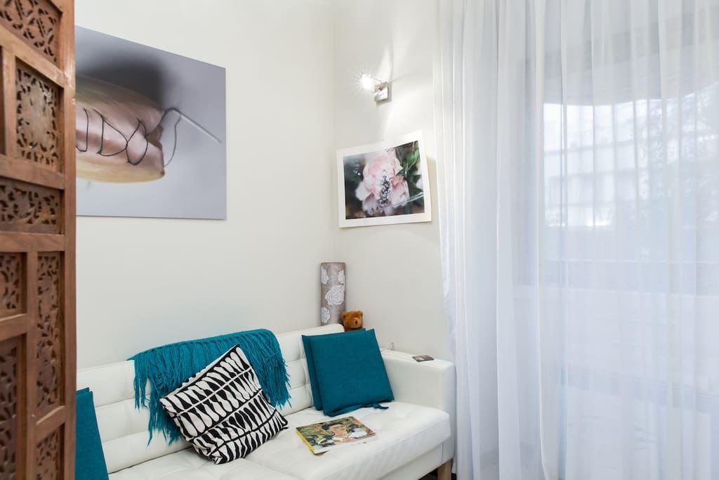 Living room - sofa corner (best wifi signal!)