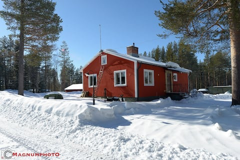 Fully equipped house close to lake.