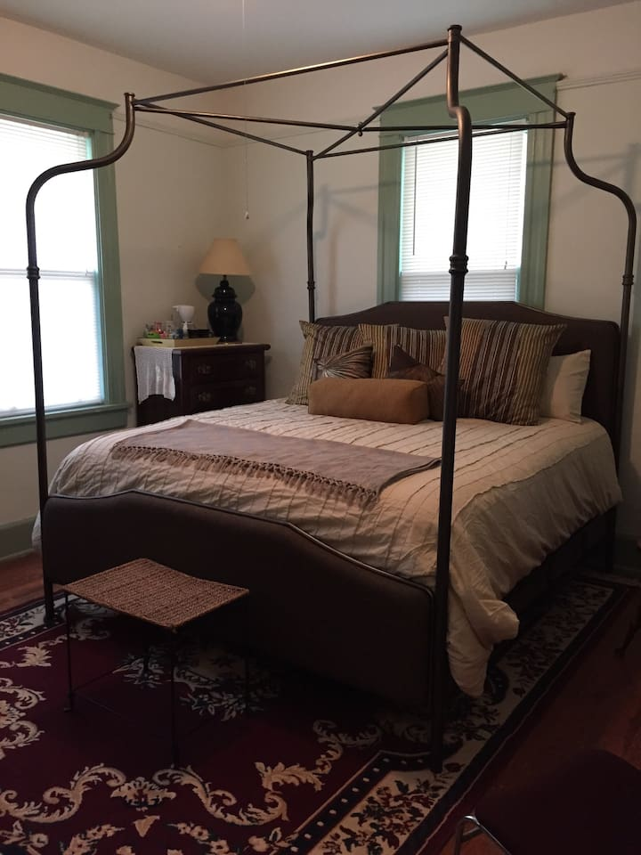 Brand new canopy, 4 poster king size bed w/pillow top mattress. Room comes w/coffee & snack station.