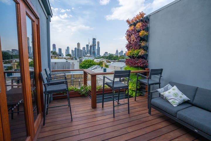 Private floor in Townhouse, with amazing views.