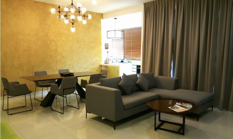 Life's A BEACH Luxury Holiday Home, Batu Ferringhi - Penang - Apartment