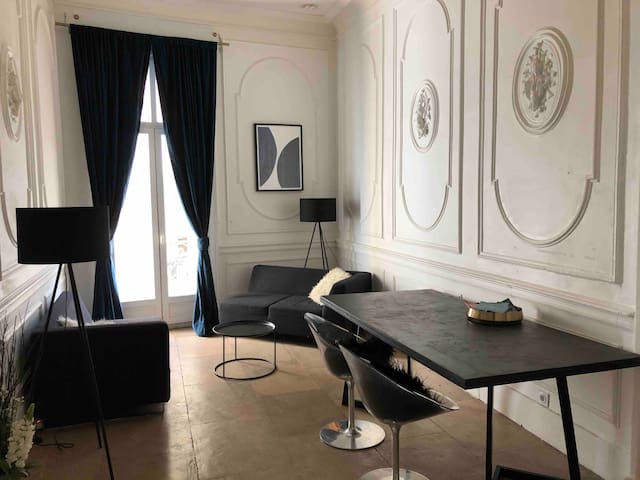 Charming period apartment in central Montpellier