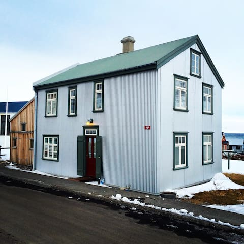 Iceland-by the Artic circle - Bolungarvik - Huis