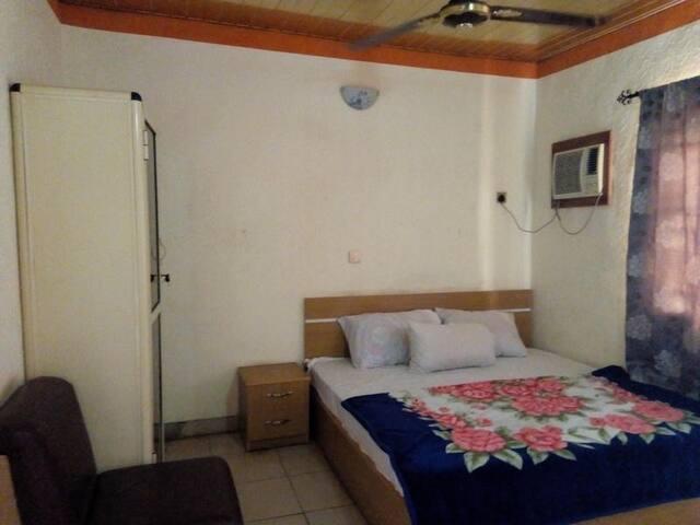 Adebayowa Hotel -Suite Room
