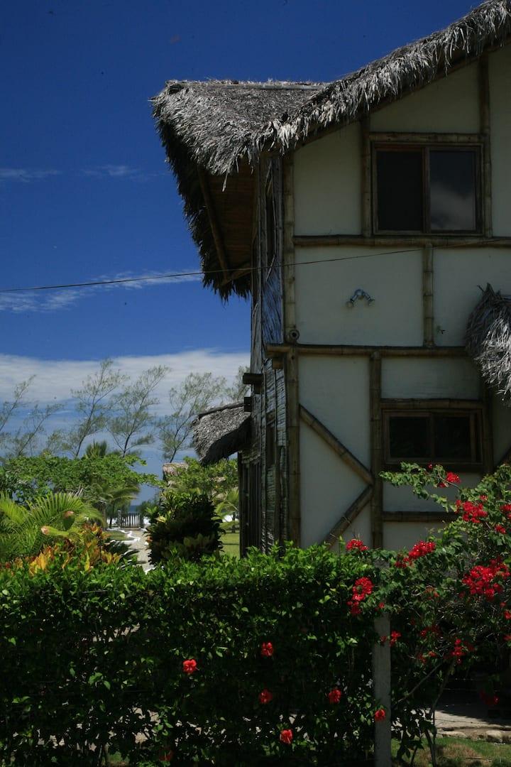 Beachfront tropical villa: Beira Ma