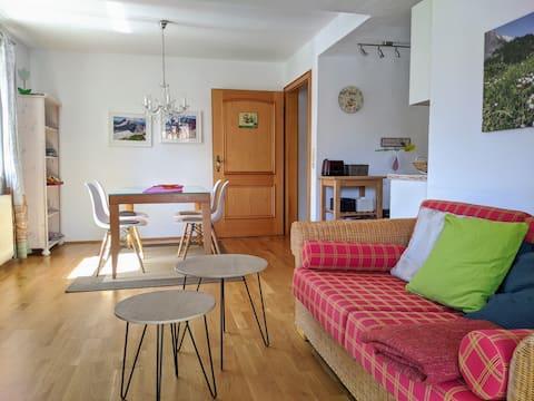 2 Zimmer mit Terrasse, Bergblick und Parkplatz