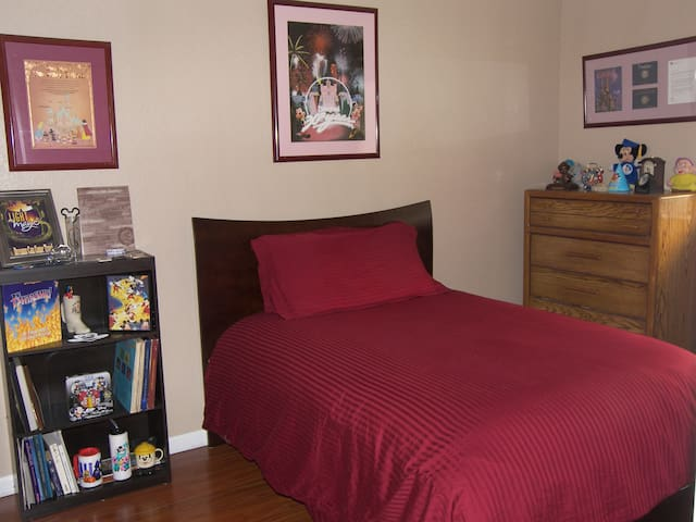 Spacious Room Near UC Davis, SMF Airport, YC Fair